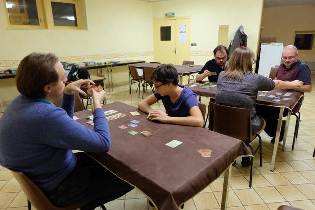 Crabs ! au premier plan, avec Quentin, Tristan et moi, alors qu'au deuxième plan, ça joue à un jeu dont j'ignore jusqu'au nom, avec Jean-Luc, Yannick et Angélique...