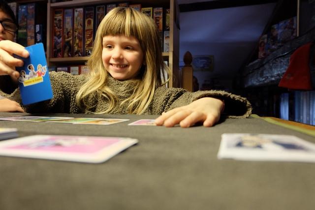 Leila apprécie bien ce petit jeu alors que, moi, au contraire, je ne parviens pas bien à me passionner pour lui. Un peu comme les 7 Familles ou le Mille Bornes...