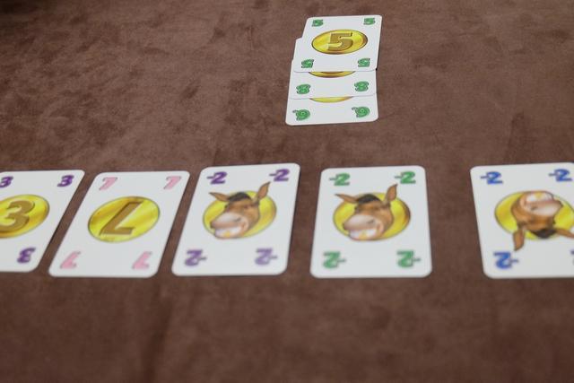 Jean-Luc réussit la première série de la partie avec trois cartes vertes très très lucratives : 19 PV !!!