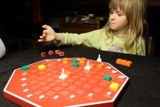 Leila saisit assez bien les mécanismes, même si on doit, parfois, la guider un peu sur toutes les possibilités offertes par ces lancers. Par contre, elle choisit entièrement seule...