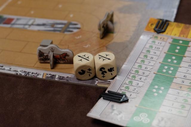 Non !!!??? Samuel, tu es sérieux ? Grâce des lancers de dés parfaits, il parvient à arrêter son char à deux cases du mien et à me lancer deux javelots pour m'achever !!! Non !!! Je suis éliminé... :-(