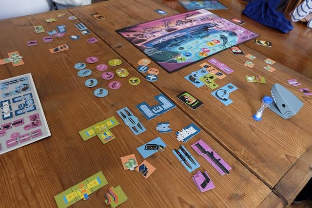 Même si Leila + moi avons réussi à terminer un puzzle de valeur 11 PV, on échoue de très peu pour le bazooka rose, un deuxième crayon bleu et un second costume de clown. Aïe, dommage...