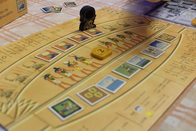Prendre ou ne pas prendre, telle est la question... Surtout avec la catastrophe sur les Pharaons et la misérable tuile 2 de soleil. Mais allez, je suis joueur : je prends !