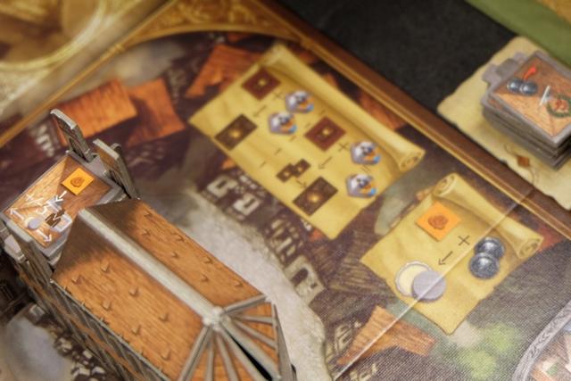 Au premier tour, tout placement de sceau peut être fait à une distance de 3 cases de sa barge. A utiliser, si possible, pour atteindre un descendant... Mais par contre, au tour suivant, il faudra payer 2 pièces, donc attention...