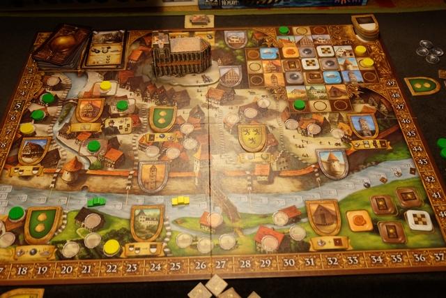 En fin de 7ème tour (j'ai raté la fin du 6ème, tellement pris par le jeu !). On remarquera que Tristan a pris un peu d'avance sur le Danube et que nous avons pris deux blasons de quartiers chacun...