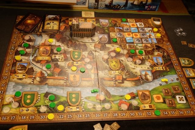 Le dernier tour va débuter et Tristan a réussi la prouesse d'avoir sa barge quasiment au bout du fleuve ! Ça va piquer au niveau scores tout ça... Sans compter les actions bonus qu'il a récupérées ainsi. Alors, oui, j'ai de l'avance au score, mais cela suffira-t-il ?