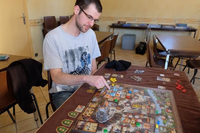 Malgré le caractère pour le moins opportuniste du jeu, Damien apprécie clairement ce jeu agréable, fluide et offrant pas mal de possibilités différentes...