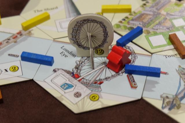 Ca y est ! En cours de quatrième époque, je me régale en construisant le London Eye ! Cette seconde amélioration de la tuile London Eye est symbolisée par un joli bâtiment en 3D. J'aimerais tant être à l'intérieur...