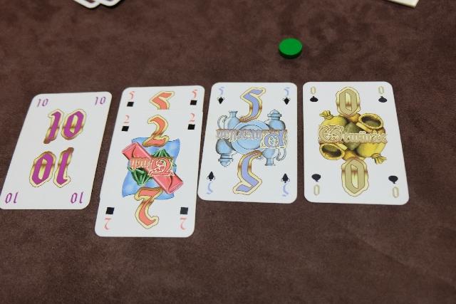 Mes cartes acquises lors de la deuxième manche, avec la fameuse carte 10 me permettant d'avoir le plus grand total. Par contre, ce n'est pas génial au niveau des couleurs...