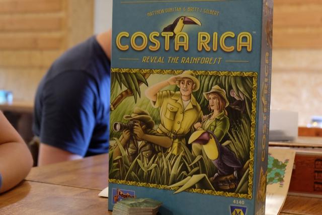 Estampillé jeu à partir de 8 ans, il m'intéressait de voir si Leila pouvait y jouer. La réponse est clairement oui, même si elle n'a peut-être pas été optimale dans sa collecte de photos des animaux de la jungle costa-ricaise...