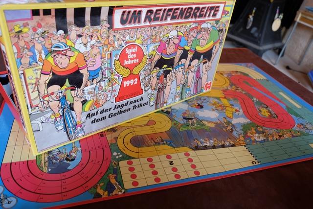 Jamais joué à la maison, ce Spiel des Jahres 1992 va l'être aujourd'hui sur le parcours conseillé dans la règle pour débuter, à savoir le Paris-Roubaix (ligne de départ n°2 et arrivée jugée en zone D) . A noter qu'on utilisera quand même les effets des cases vertes à pavés, en retranchant la valeur inscrite sur chaque case au dé lancé.