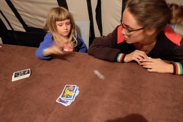 Jet de dés pour piocher des cartes chez sa grande sœur suite au tirage de la pieuvre...