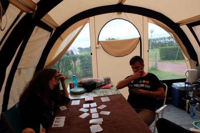 Grosse bagarre dans la tente... Assez limite... ;-)