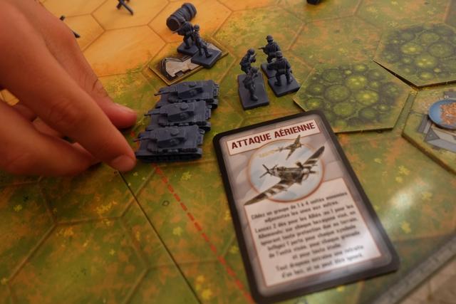 Je me prends une vilaine attaque aérienne de la part des alliés et je sens que ça va faire mal...