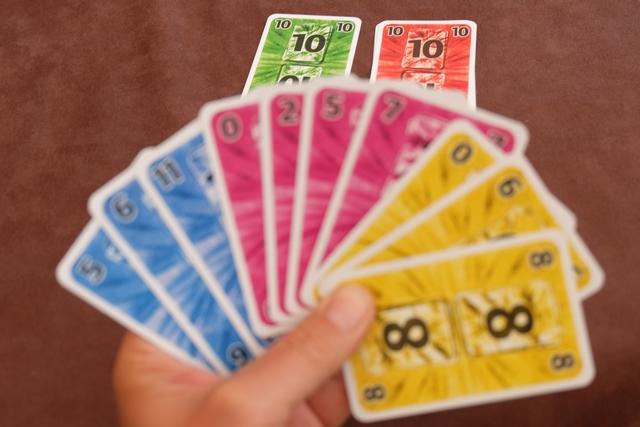 Pour info, je me suis créé deux coupes de couleur (rouge et vert) pour éviter de me prendre un pli avec l'une de mes propres cartes en question. Est-ce un bon raisonnement ? Vais-je m'en sortir ? A voir...