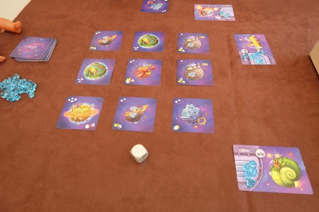 Voilà à quoi ressemble notre premier tour : seule Leila a réussi à faire un lancer correct, Tristan et moi ayant échoué dans l'atteinte d'une carte donc on a simplement récupéré un cristal chacun...