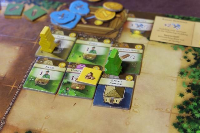 Tristan a bel et bien construit la première ambassade du jeu, celle de la colonie Envoy, laquelle lui permet d'ajouter un deuxième Steward sur le plateau commun. Ça sent la taxe...