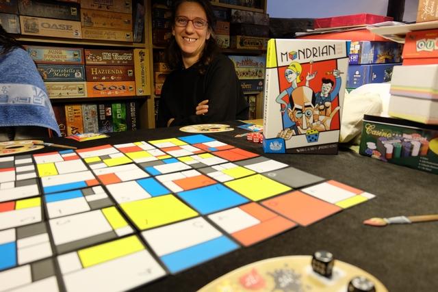 Pas assez joué et pas assez présenté à d'autres, voici donc Mondrian, the dice game, que je suis ravi de proposer à Julie et nos deux filles. Un bon moment, culturel et pictural...
