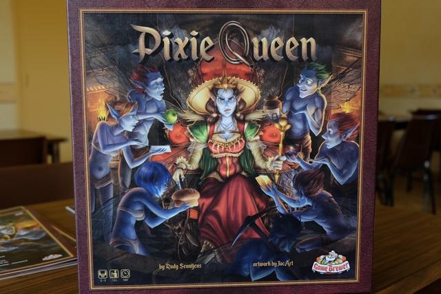 Ce jeu au thème original, de petits pixies qui veulent satisfaire leur reine et éviter ainsi ses coups de fouet et ses sautes d'humeur, dispose d'illustrations assez magnifiques. Jugez-en !