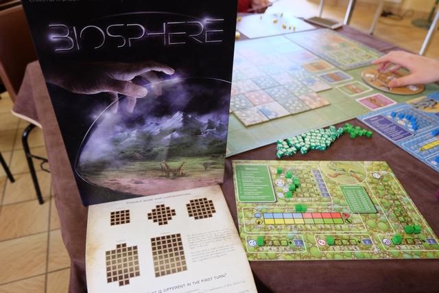 Retour à Biosphere avec une seconde partie en une semaine, cette fois à 4 joueurs (Yannick, Valérie, Quentin et moi-même)...