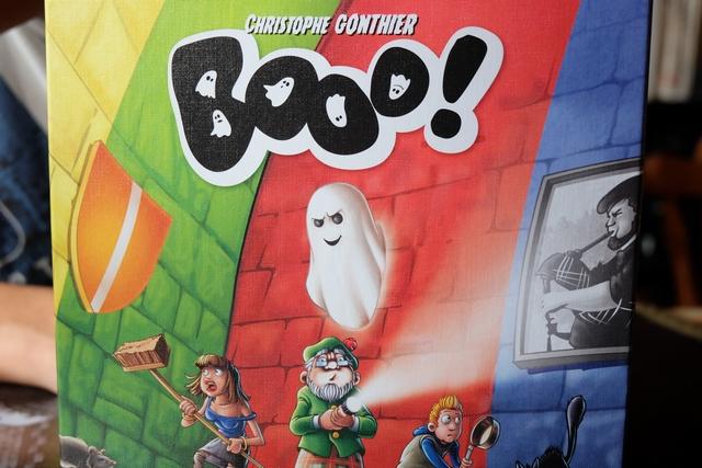 La boîte illustre parfaitement ce à quoi le jeu va nous donner à penser : comment faire passer au mieux le fantôme à travers les murs colorés pour venir épouvanter les promeneurs du château...