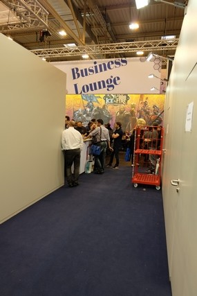 Presque un passage secret pour arriver dans le Hall 1 en venant du 2, via une porte qui aboutit sur ce couloir le long du business lounge d'Asmodée...
