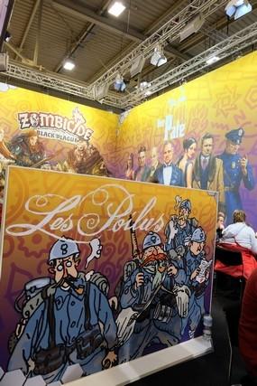 Sur l'espace jeux / démo d'Asmodée, il y avait d'étranges mix : Zombicide, Le Parrain et Les Poilus se côtoient joyeusement...