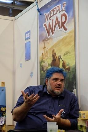 L'inénarrable chien bleu, vraiment tout poilu de bleu ! Bravo Draxounet pour cet effort capillaire... ;-)