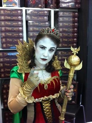 La reine des Pixies en chair et en os ! Magnifique, on a presque envie qu'elle nous fouette ! ;-)
