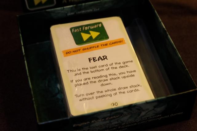 Comme je veux faire mon malin, avant d'enlever le cellophane autour du paquet de cartes, je retourne le paquet et découvre qu'on atteint là le sommet ! Non ? ;-)