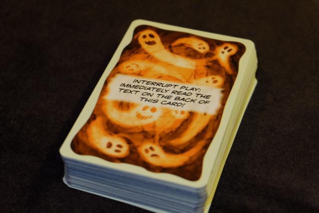 Au bout de très peu de cartes piochées, une carte d'instruction arrive et nous indique qu'il faut suivre le texte du dos de cette carte...