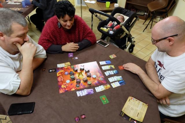 Nous découvrons le jeu à 4 joueurs (et demi !), avec Edouard, Valérie, Yannick et moi.