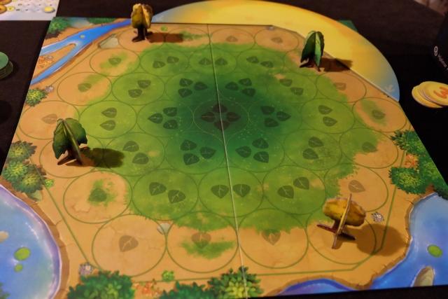 Voici la vue en fin de premier tour, Tristan plaçant des arbres jaunes et moi des verts...