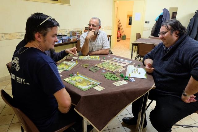 Belle tablée de 4 joueurs, avec Romain (masqué sur la photo), Yohel, Paul et votre serviteur...