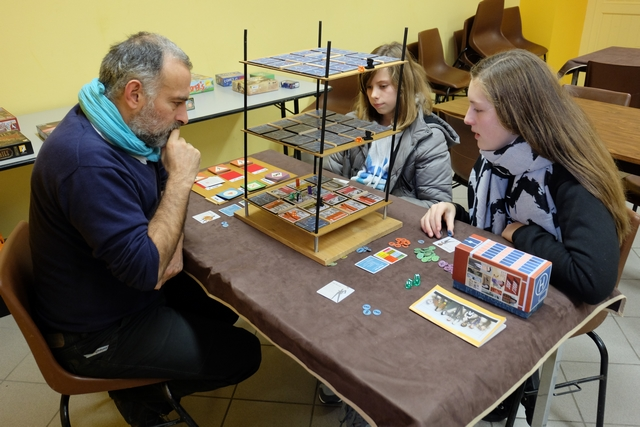 Il est plutôt content, Yohel, de faire découvrir ce jeu à ses filles...