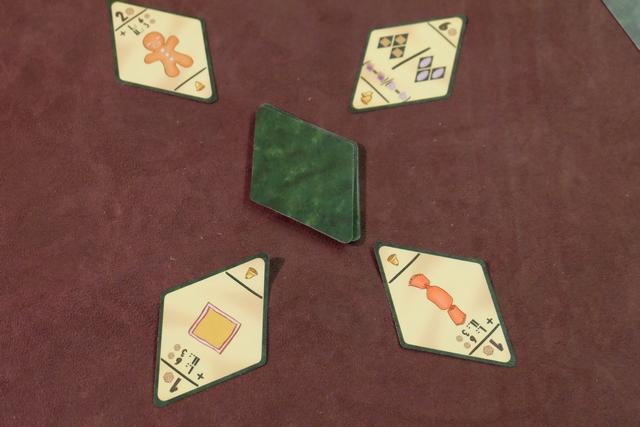 Les 4 cartes d'objectifs de la troisième manche, avec la couleur jaune à privilégier en ce qui me concerne.