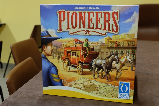 Et voici notre deuxième découverte de la journée : Pioneers, d'Emanuele Ornella, l'auteur de Hermagor, Fantasy Pub ou encore Assyria.