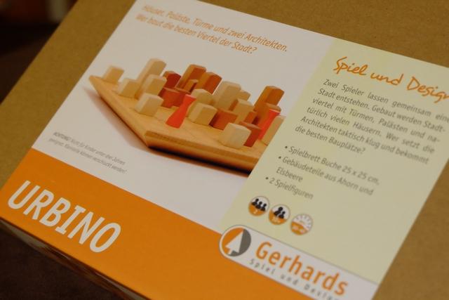 Urbino est un jeu abstrait thématique ! Non ??? Si, si... ;-) En effet, malgré son matériel tout de bois constitué, ce jeu est une simulation d'implantation immobilière.