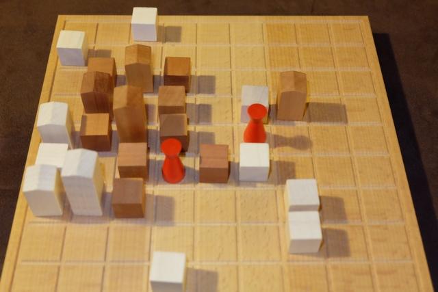 Bon, finalement, le quartier si disputé à gauche est à moi, sans discussion possible... La partie se poursuit ainsi jusqu'à ce qu'aucun de nous ne puisse jouer dans le même tour, ce qui clôt la partie et provoque le décompte final.