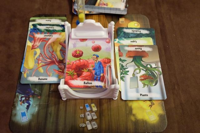 Fin de tour pour la rêveuse Julie avec 3 cartes de chaque côté. Douée la dame...