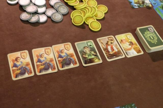 L'étalage de 6 cartes, au départ, est constitué de trois cartes de meunières, d'une carte de sorcière, d'une carte de brasseur et d'une carte de tavernier. Dès qu'une carte est prise par un joueur, les autres sont décalées vers la gauche puis on en rajoute une à droite (au coût le plus élevé donc).