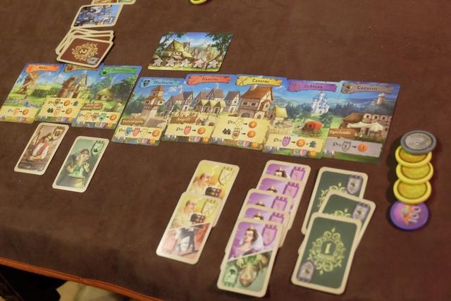 Le royaume de Tristan, une fois la partie achevée, avec 4 types de cartes différents, 3 personnages à l'hôpital et un butin de fou, notamment en raison de ses 5 nobles accumulés !