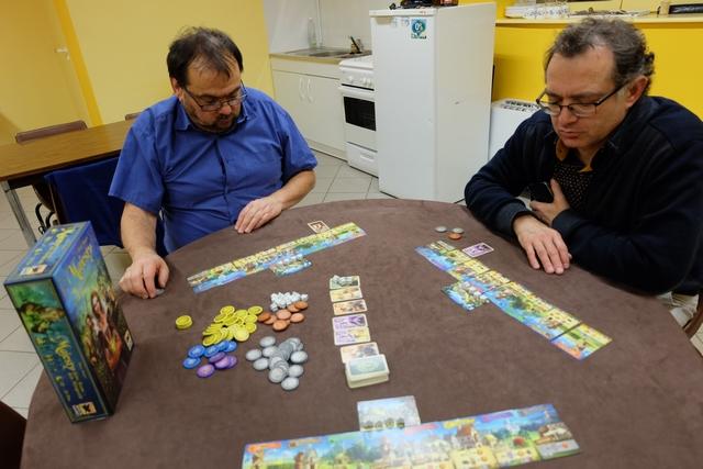 Jean-Luc et Fabrice semblent bien apprécier le jeu, se rendant également compte qu'il est très très rapide et incisif.