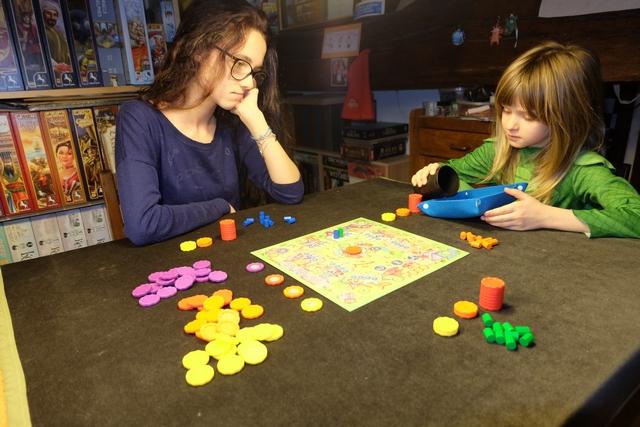 Petite partie à 3 joueurs, avec Maitena (pions bleus), Leila (pions orange) et moi-même (pions verts).