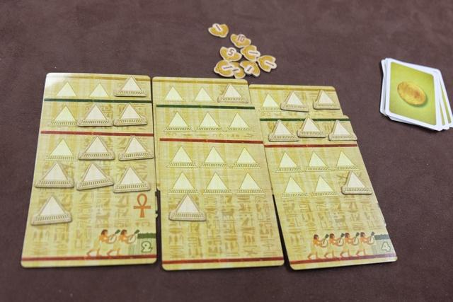 Et mon royaume, pour finir, avec 13, 13 et 12 pyramides, ce qui me rapporte 12PV. Peut-on vraiment faire beaucoup plus ? A voir...