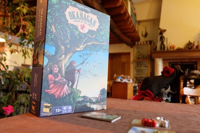 La jolie boîte, illustrée par Piero, donne envie de jouer, tout comme les nombreuses tuiles et les pions en bois du jeu. Mmmmh...