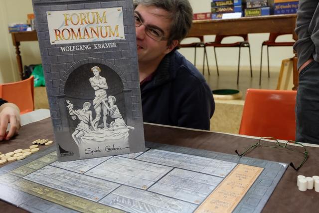 Oh ! Un vrai Romain derrière un jeu de romains !