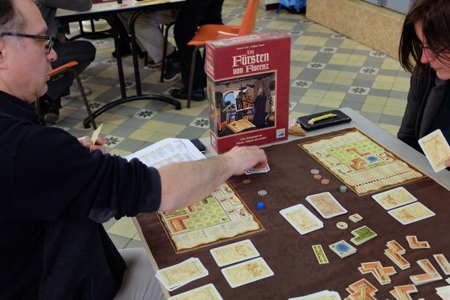 Fabrice est bien parti, visiblement, notamment parce qu'il a réussi à prendre des cartes de prestige...
