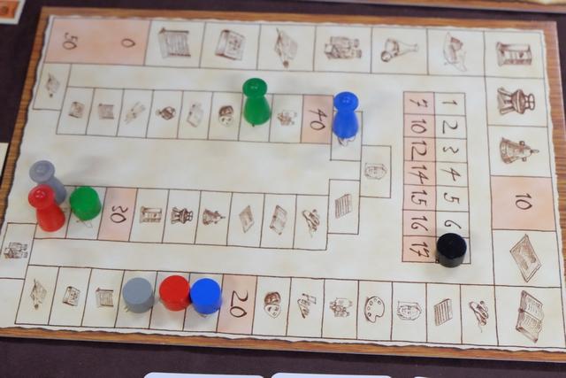 La partie s'achève et on voit que c'est très serré entre Fabrice (bleu) et moi (vert) ! Mais, lui, il a des cartes de prestige... :-(