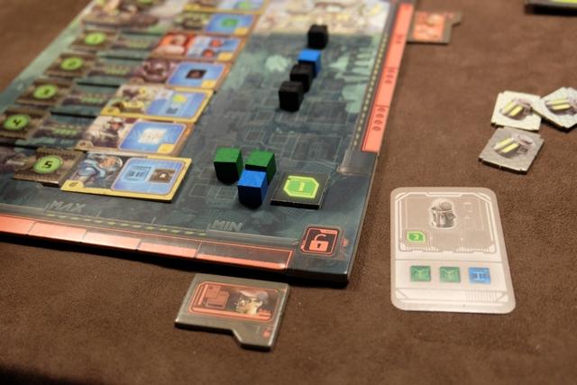 Avec cette vente de deux cubes verts et d'un bleu au niveau 5, j'empoche 3 PV + 1 PV en raison du bonus associé à ma tuile placée sur ce niveau.
